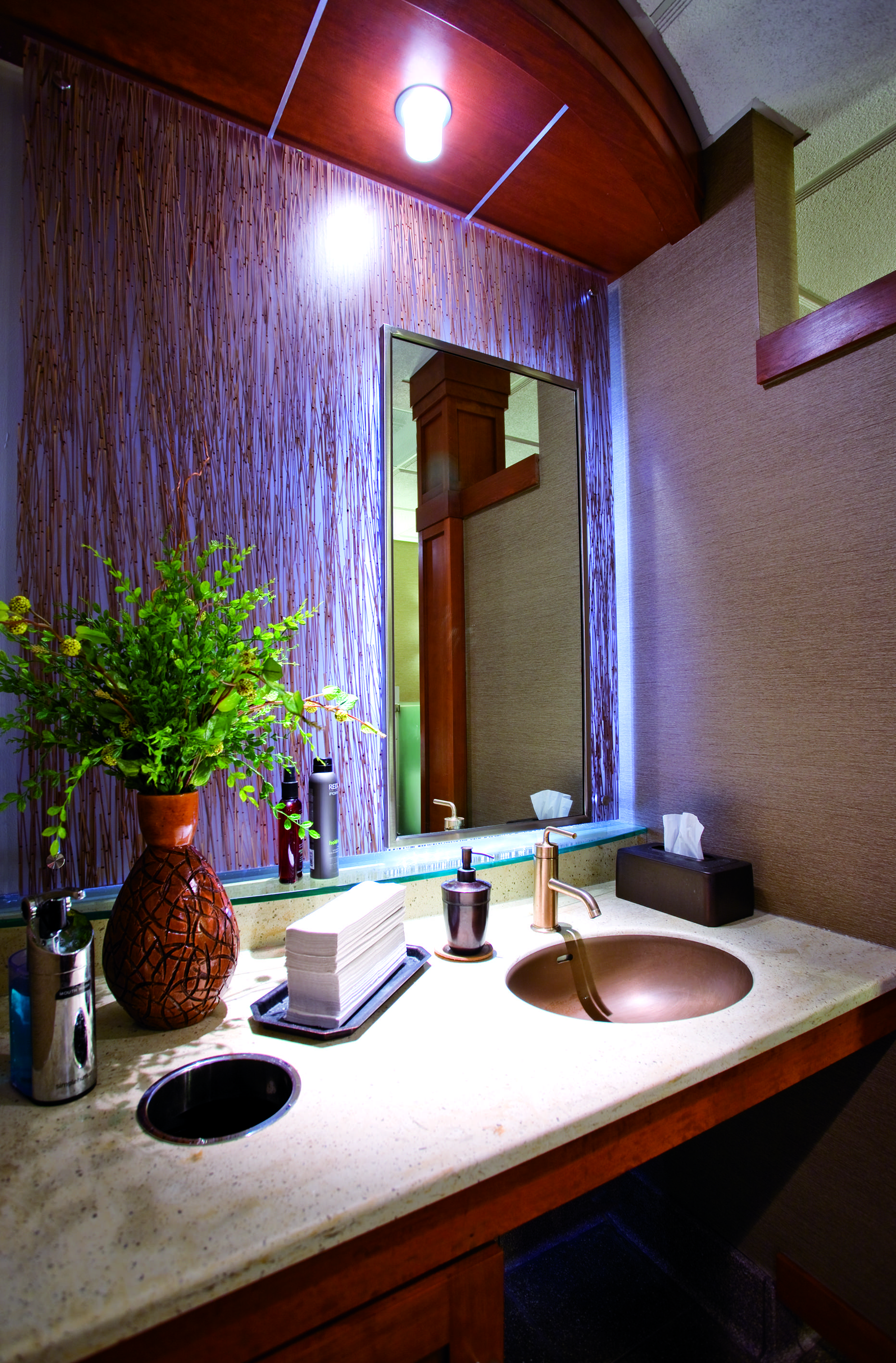 fargo-jet-center-mens-bathroom