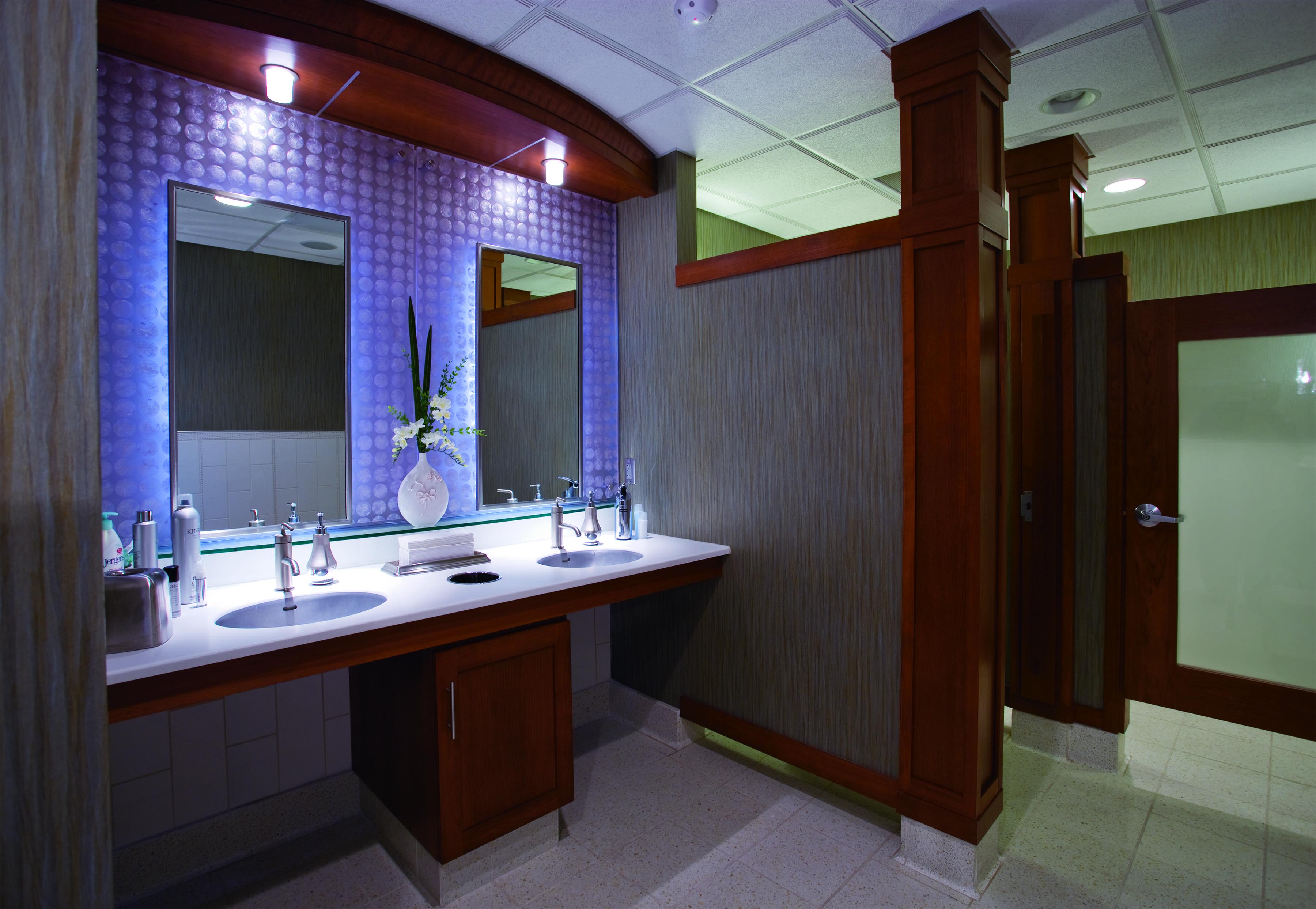 fargo-jet-center-womens-bathroom