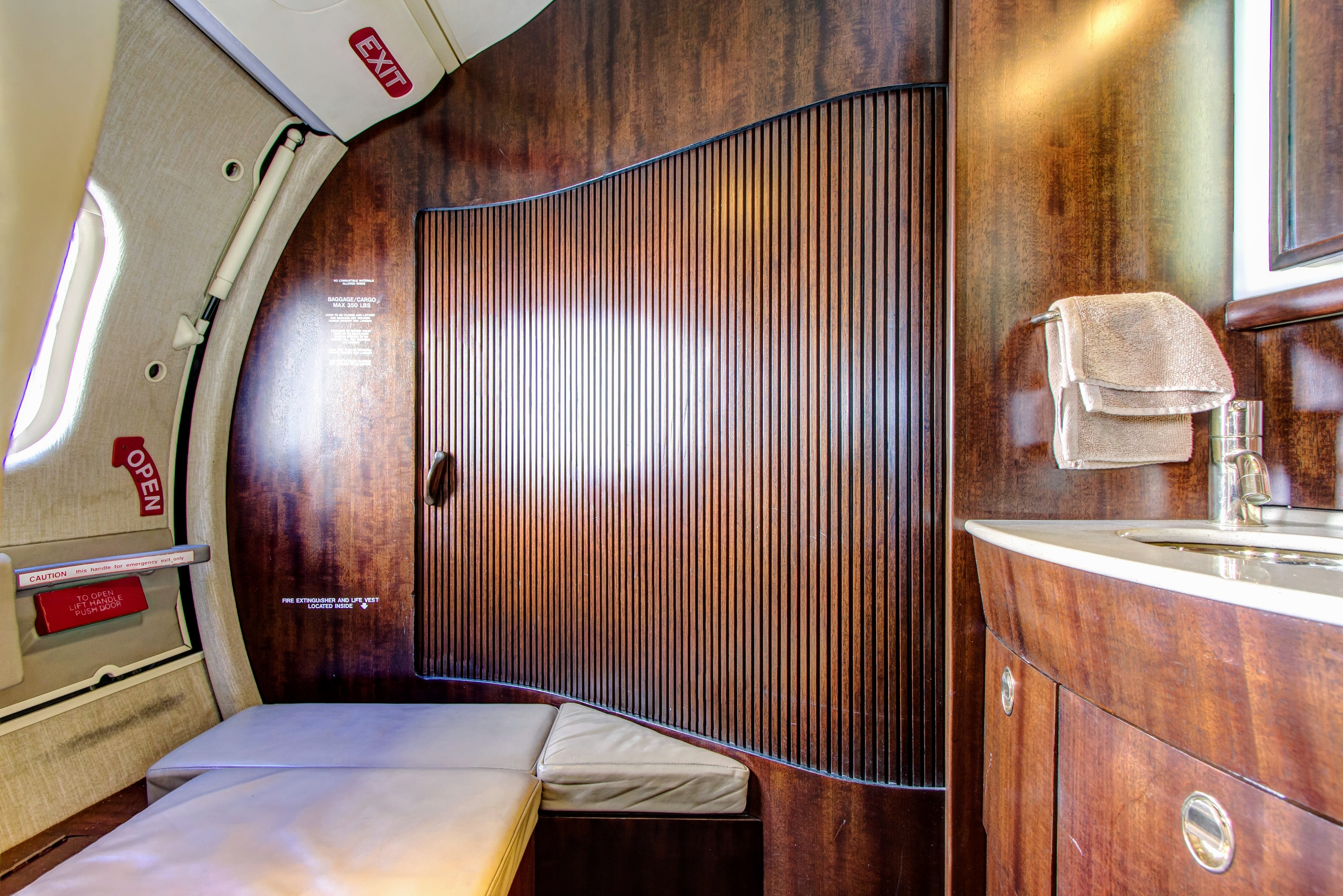 fargo-jet-center-lear-60-charter-interior-3