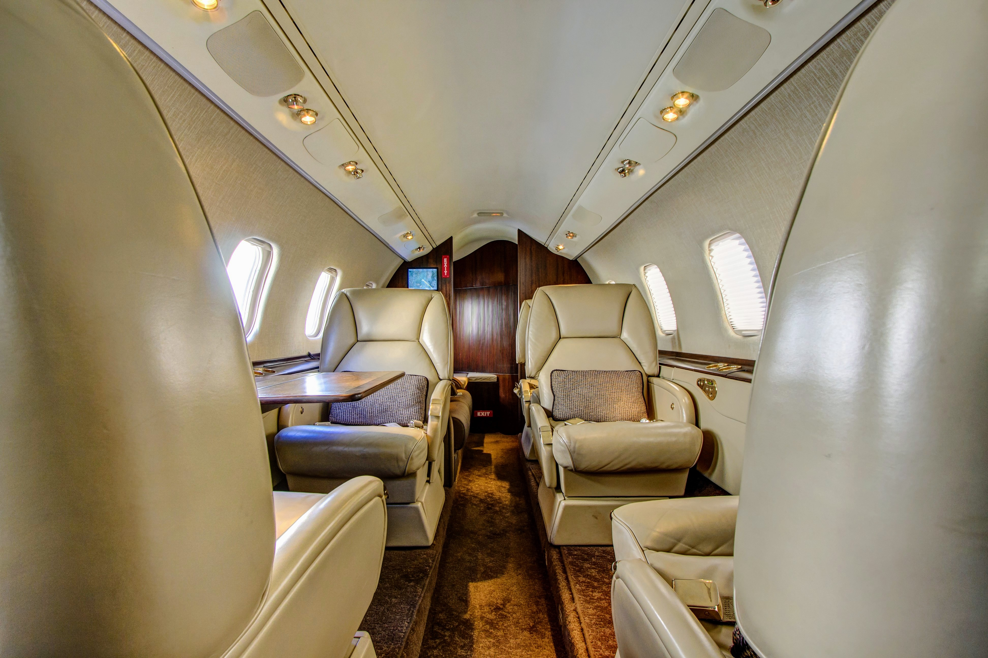 fargo-jet-center-charter-lear-60-interior
