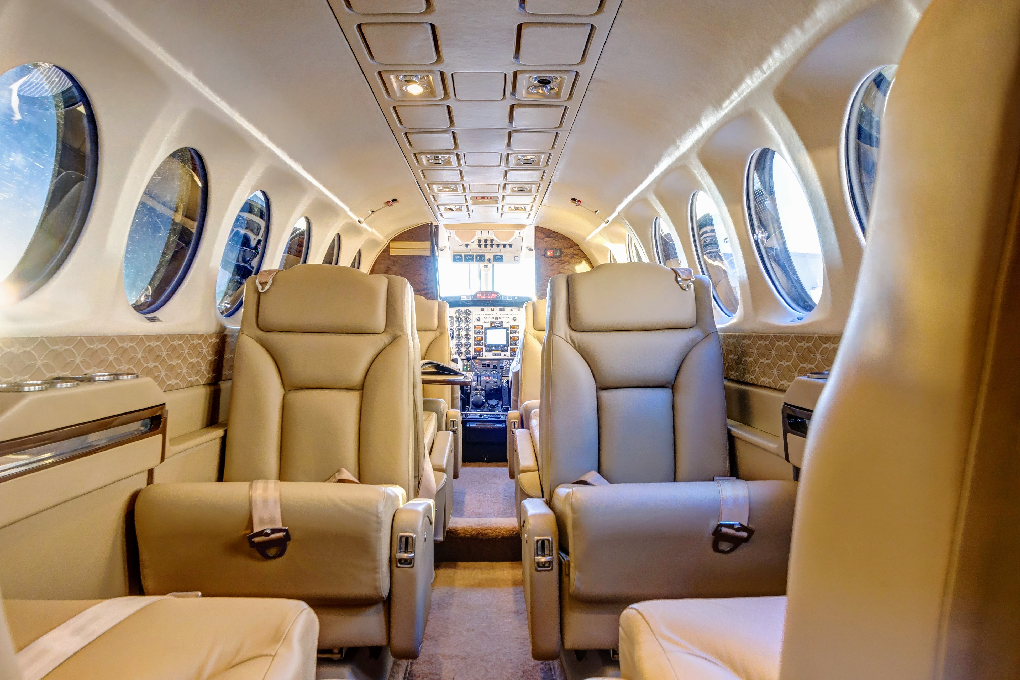 fargo-jet-center-charter-king-air-350-interior