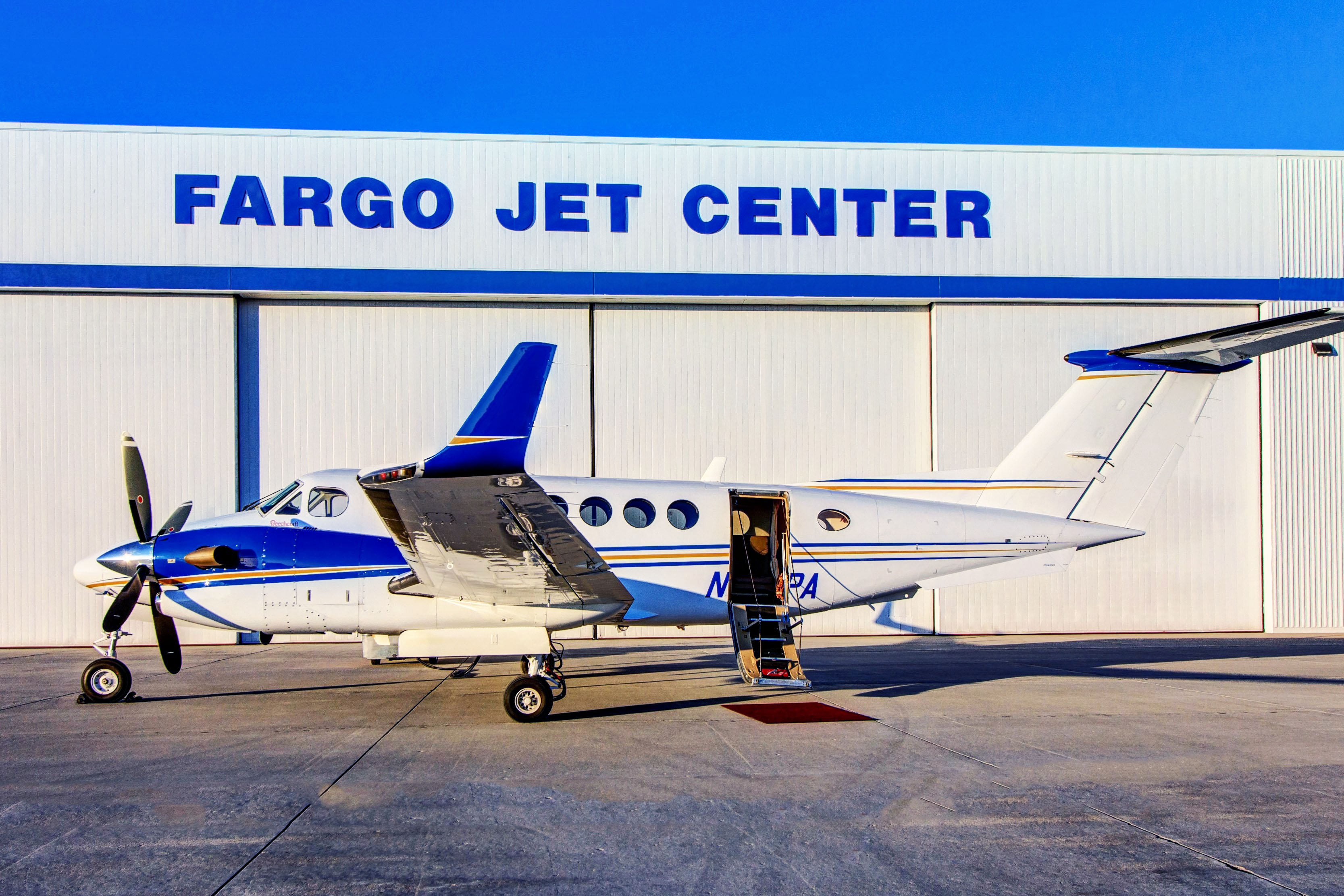 charter-fargo-jet-center-n817pa-king-air-350