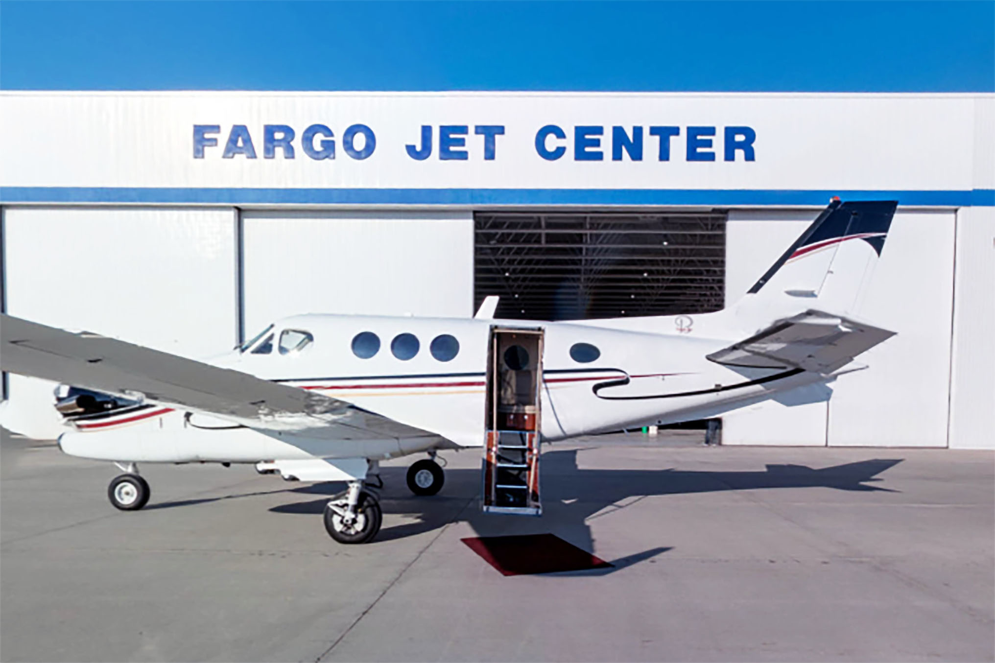 king-air-90-n405dd-fargo-jet-center-aircraft-charter