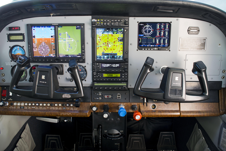 fargo-jet-center-c182-cockpit