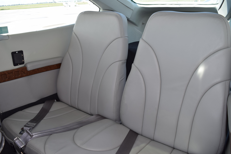 fargo-jet-center-c182-interior