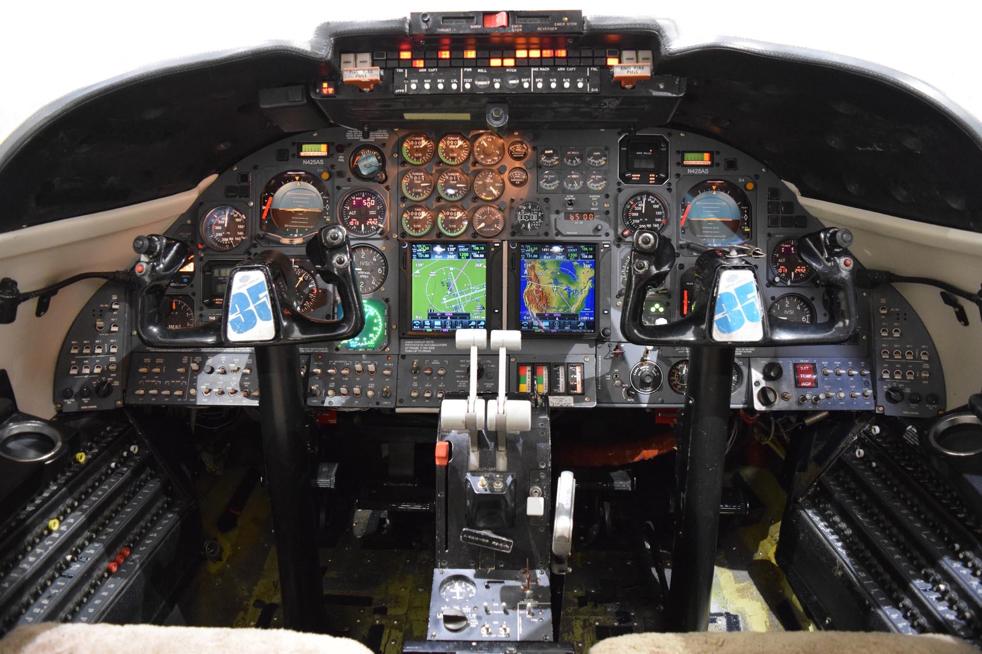 N425AS Cockpit 030317[1]