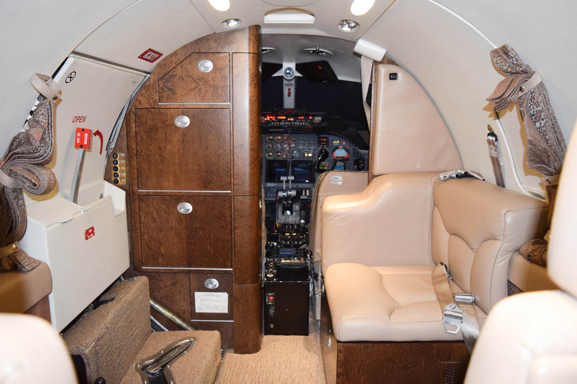 N425AS Forward Seat and Galley