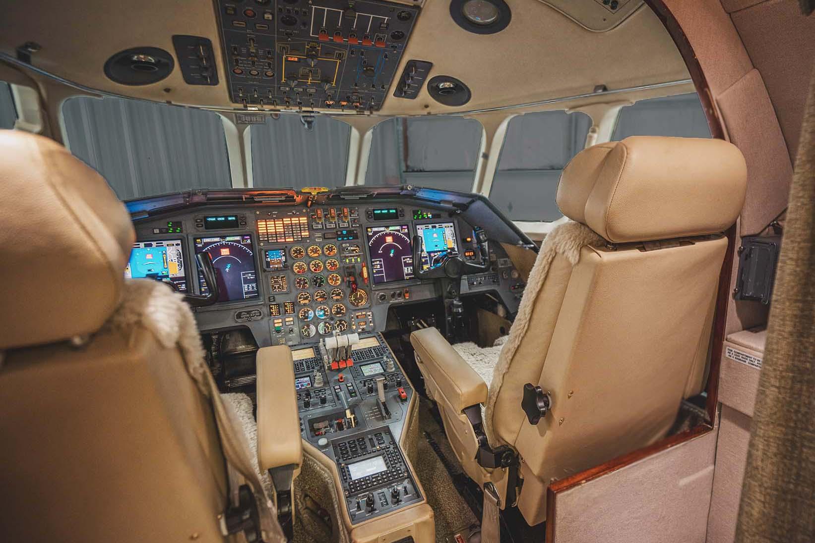 falcon 900 f900 cockpit final